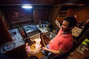 Bananes flambées à bord de Venus Sailing Chile Cap Horn