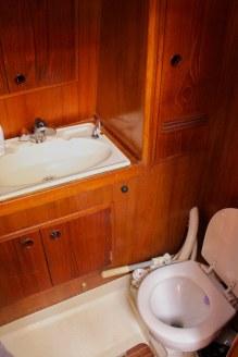 VENUS SAILING CROISIERE PATAGONIE Salle de bain avant