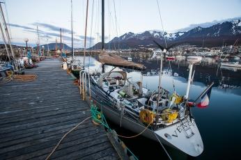 Voilier Venus à quai, port d'Ushuaia